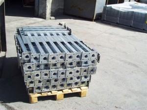 оградни стълбове с поцинковано покритие